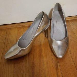 EUC Aerosoles silver heels in size 7